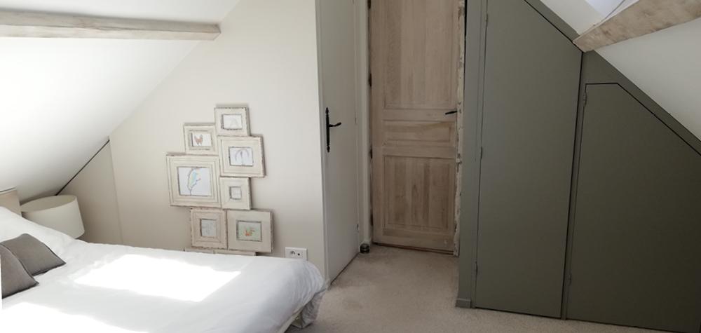 White-création-avant-apres-decoration-chambre parentale-salle-de-bain-porte-bois-brut